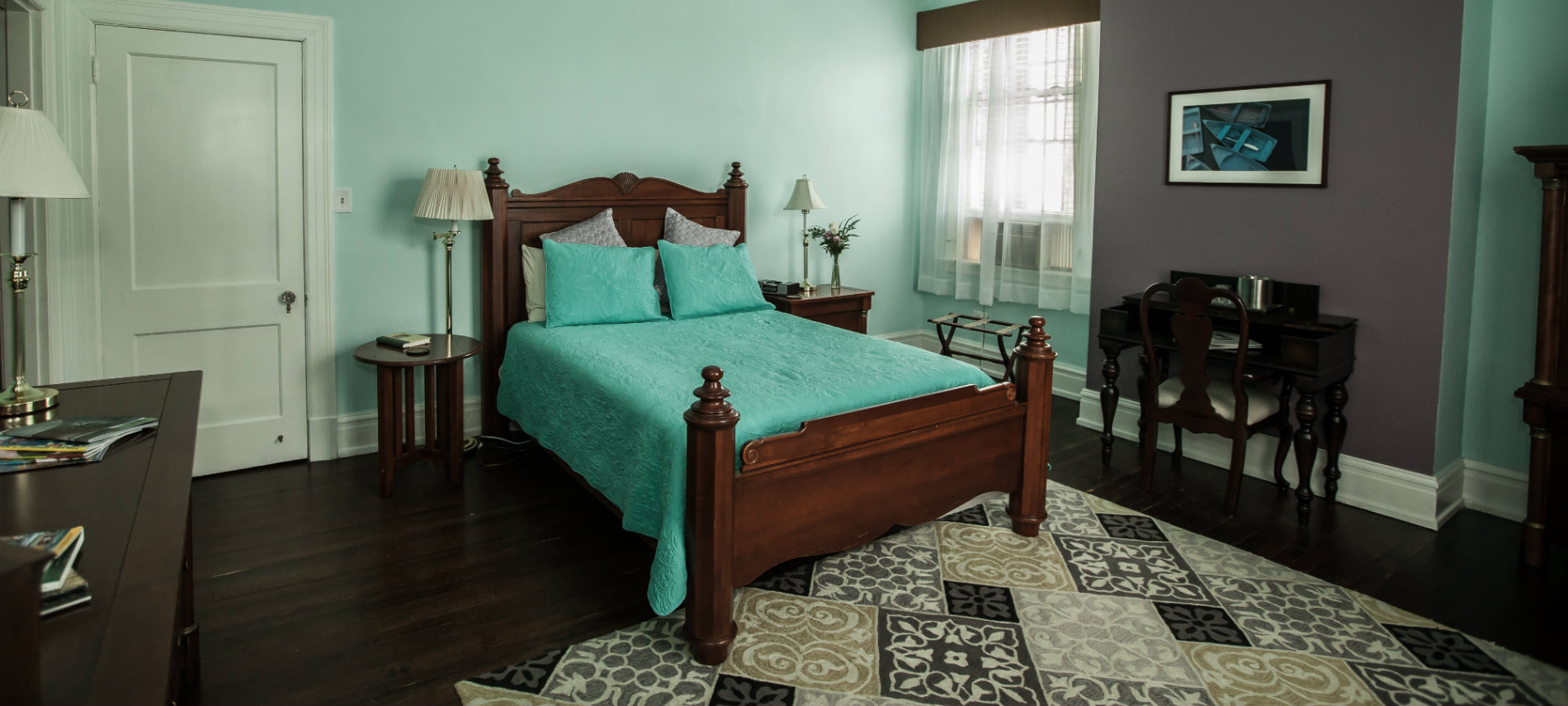 Jasmine Room with a pastel green bedspread