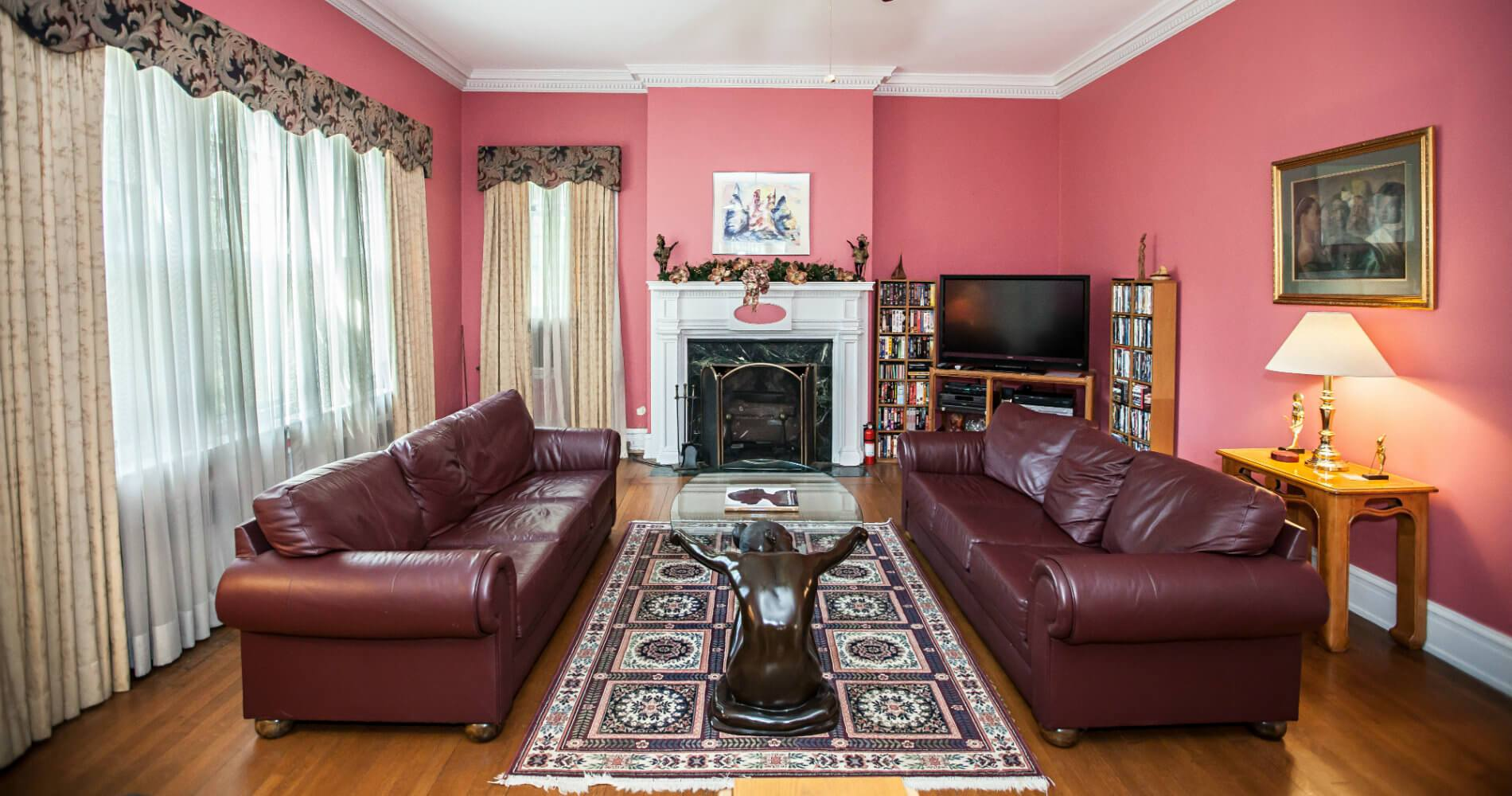 Picture of the sitting room.